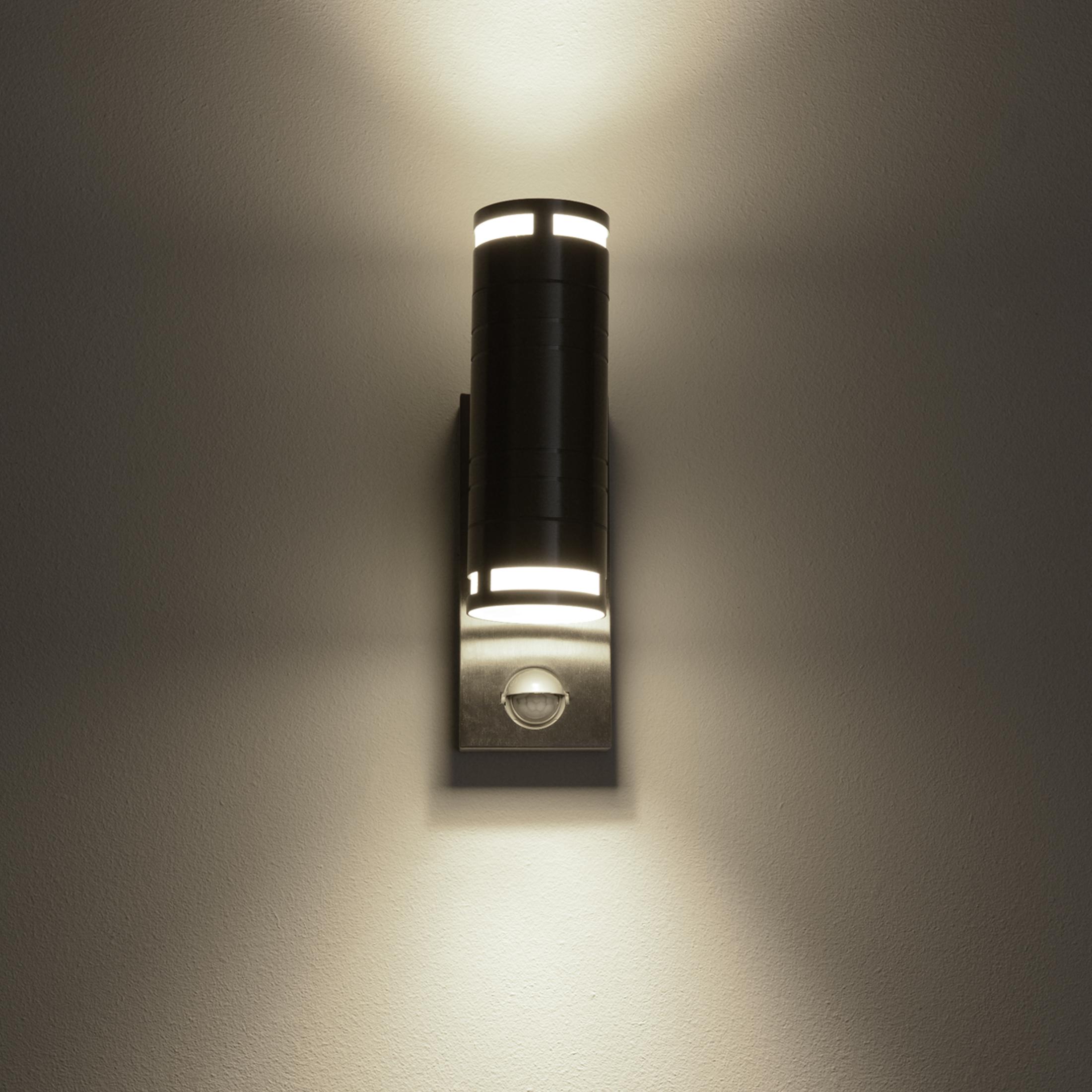 Außenwandleuchte aus Edelstahl mit Bewegungsmelder und 2 Halogenlampen